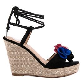 Seastar musta Sidottu sandaalit kiilassa