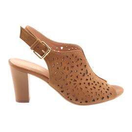 Avokärkiset sandaalit Espinto 317 -postissa