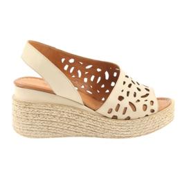 Sandaalit kiilakorkoilla Badura 4812 beige ruskea