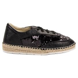 Kengät, joissa on VICES-jäljet musta