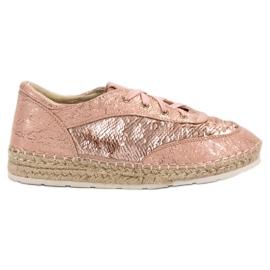 Kengät, joissa on VICES-jäljet pinkki