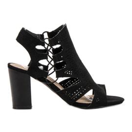 Goodin musta Muodikkaita mustia sandaaleja
