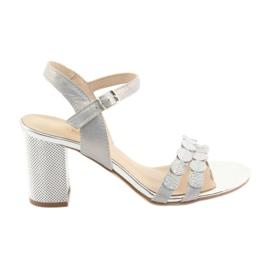 Naisten hopeanhohtaiset sandaalit Gamis 3658