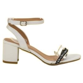 Ideal Shoes valkoinen Tyylikäs Suede Sandaalit