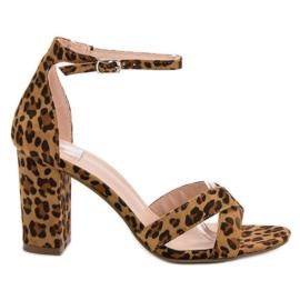 Ideal Shoes ruskea Sandaalit baarissa