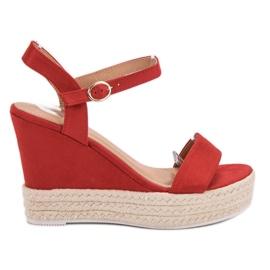 Ideal Shoes punainen Tyylikäs sandaalit kiilassa
