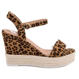 Ideal Shoes ruskea Tyylikäs sandaalit kiilassa