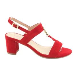 Punainen Sandaalit postin punaisella Caprice 28303: lla
