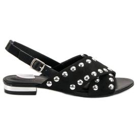 Kylie Mustat sandaalit, jotka on kiinnitetty soljella