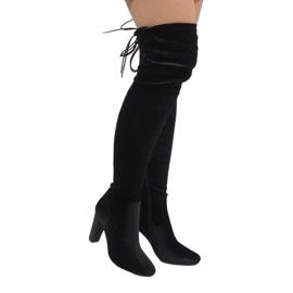 Ideal Shoes Musta samettikengät E-4902-postissa