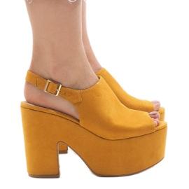 Keltaiset sandaalit massiivisella 8263CA-tiilillä keltainen