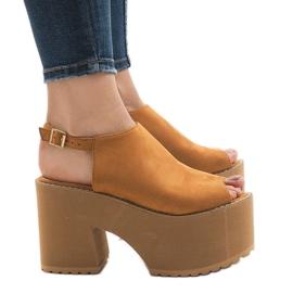 Ruskea Kamelin sandaalit massiivisessa B8290-tiilissä