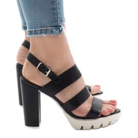 Musta sandaalit HP-27-postissa