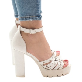 Valkoinen Valkoiset sandaalit HQ8682-postissa