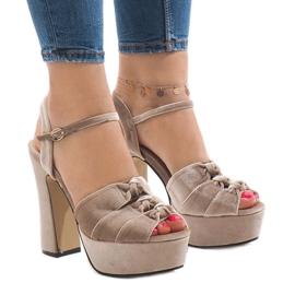 Ruskea Beige sandaalit postitse mokkanahka 8256-15