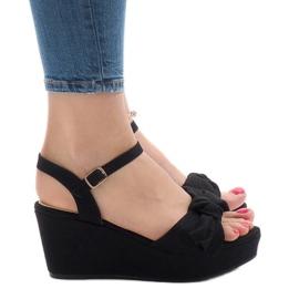 Musta kiila sandaalit F055 keulalla