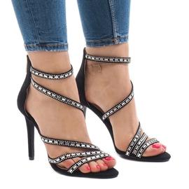 Mustat sandaalit tyylillä 9081-9