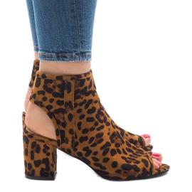 Leopardin sandaalit, joissa on C-7226 yläosa