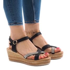 Musta sandaalit WS8816-alustalla