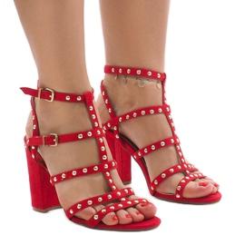 Punaiset sandaalit postissa 168-163 punainen