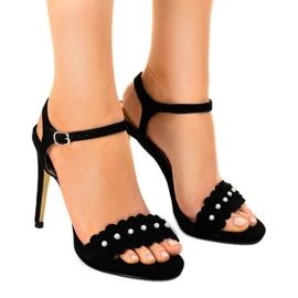 Musta sandaalit kukkaruukulla TN-001