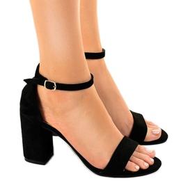 Musta sandaalit suede LT113 -pylväässä