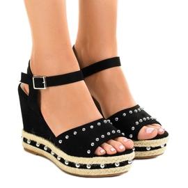 Musta kiila sandaalit helmet 77-32