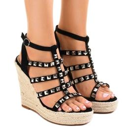 Musta sandaalit olkihihnalla 9529