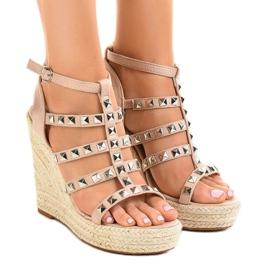 Beige sandaalit olki kiilassa 9529 ruskea