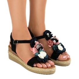 Musta kiila sandaalit kukkia 218-168