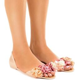 Ruskea Beige meliski sandaalit, joissa on AE20-kukat