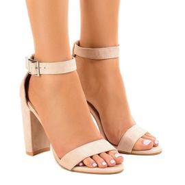 Ruskea Beige sandaalit postissa, jossa solki 369-18