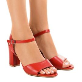 Punaiset sandaalit, jotka ovat alttiina FZ583: lle punainen