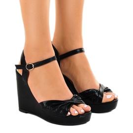 Musta kiiltävä kiila sandaalit JM-M215M
