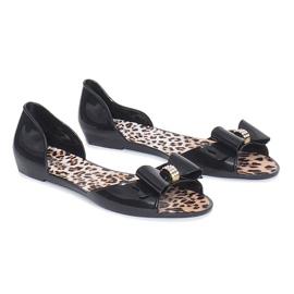 Musta meliski sandaalit, joissa on Nelly-keula