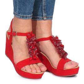 Punainen Punaiset sandaalit Lirisin kiilassa