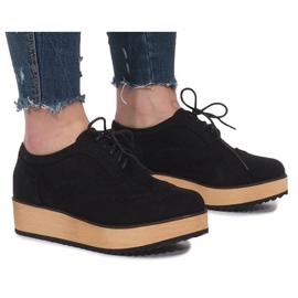 Musta kengät Danielle-alustalla