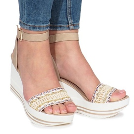 Ruskea Beige sandaalit Laculpa-kiilassa