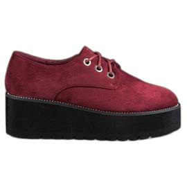 SHELOVET punainen Mokkanahka kengät alustalla