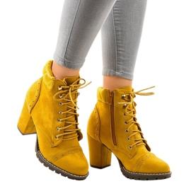 Keltaiset mokkanaappaat postilla 995-31 keltainen